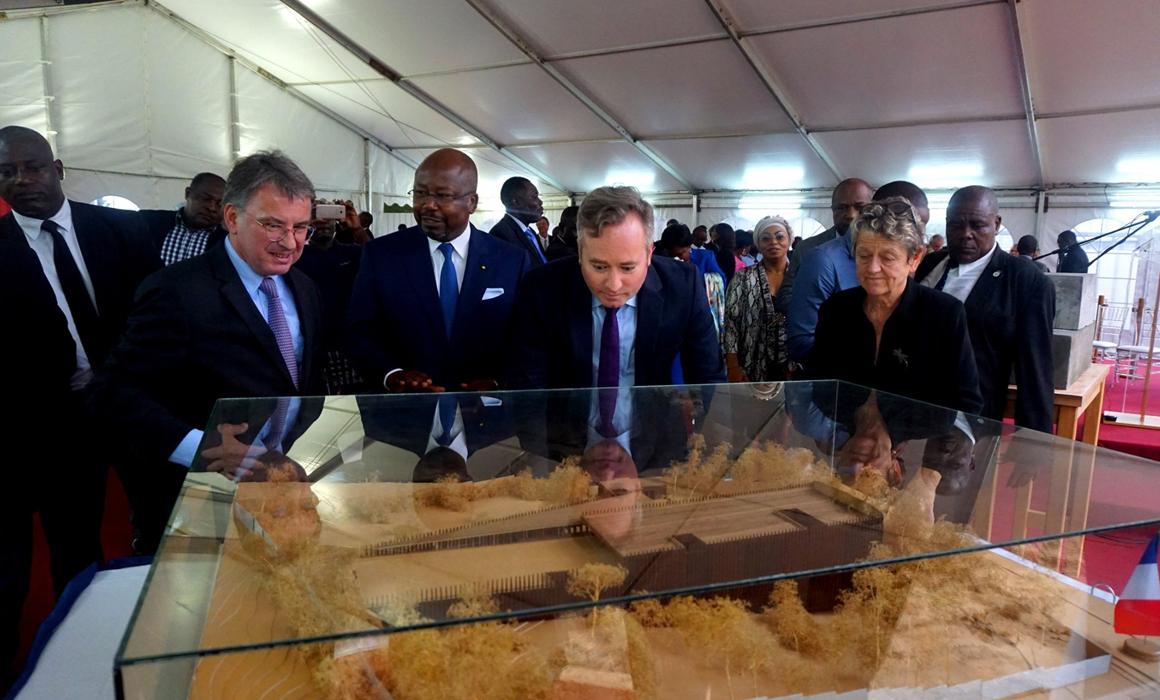 Pose de la première pierre de la nouvelle ambassade de France au Gabon